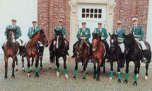 Offiziere auf Pferden